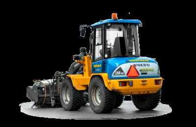 Dieseldriven hjullastare med lyftkapacitet 35 ton, som har ett sopaggregat monterat på.