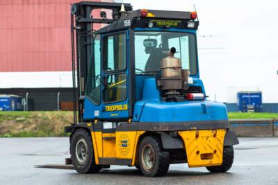 Truck med 5 tons lyftkapacitet till salu.