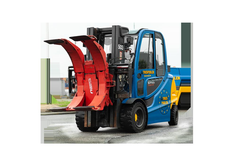 Containergående truck med 5 tons lyftkapacitet och påkopplat rullklämaggregat.
