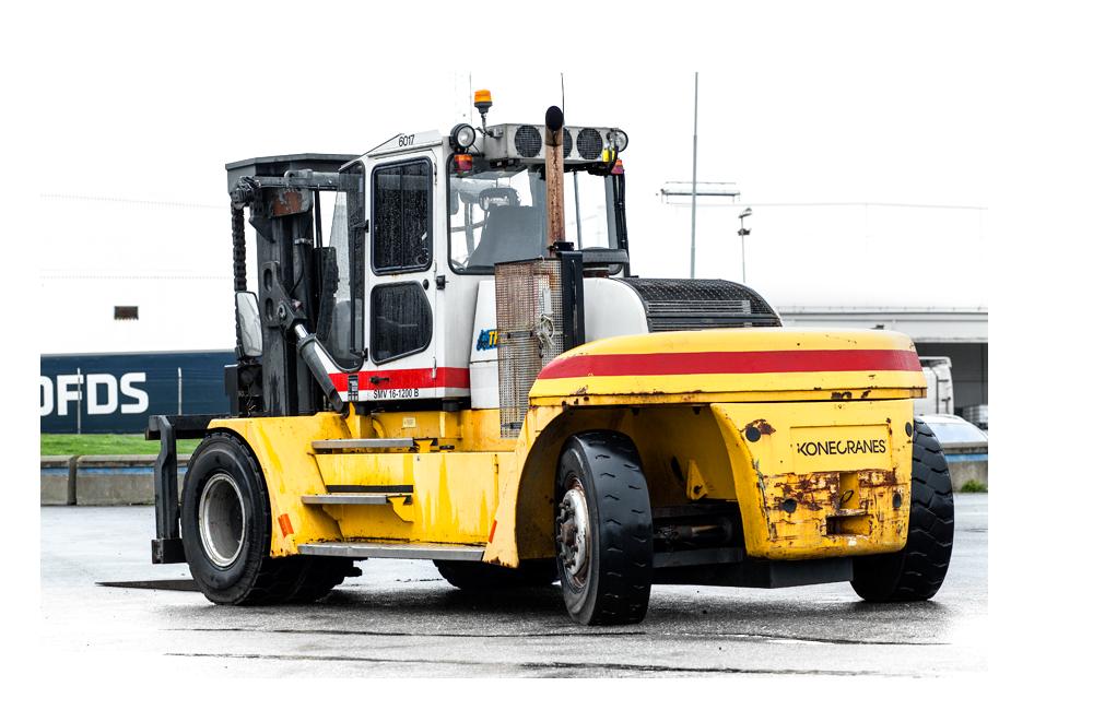 Dieseltruck med 15 till 16 tons lyftkapacitet.